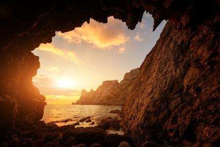 Unglaublicher Sonnenuntergang von der Höhle