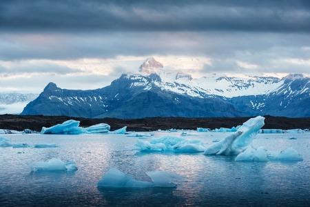 Icebergs in Jokulsarlon glacial lagoon. Vatnajokull National Park, southeast Iceland, Europe. Standard-Bild
