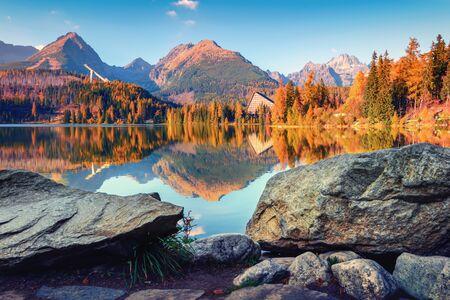 Mountain lake Strbske pleso (Strbske lake) in autumn time. High Tatras national park, Slovakia Standard-Bild - 130760255