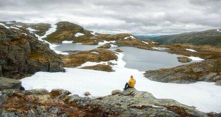 Panorama of norwegian landscape with snowy mountains and clear lake near the famous Aurlandsvegen (Bjorgavegen) mountain road, Aurland, Norway Standard-Bild - 130760258