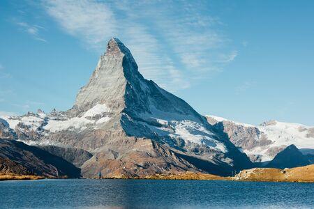 Picturesque view of Matterhorn Cervino peak and Stellisee lake in Swiss Alps. Zermatt resort location, Switzerland. Landscape photography Standard-Bild - 130760273