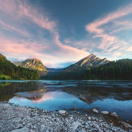 Peaceful summer view on Obersee lake in Swiss Alps. Stockfoto