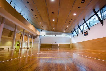 cancha de basquetbol: Una vista en perspectiva de baloncesto cancha de deportes de interior Foto de archivo