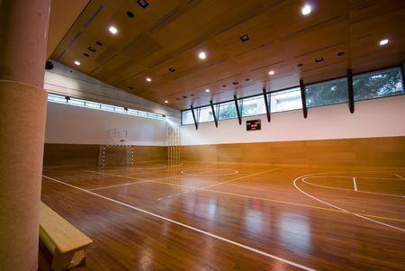 Een perspectief weergave van basketbal overdekt sport veld