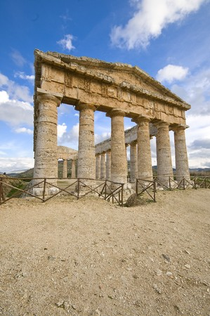 antik: Ancient greek temple in segesta acropolis sicily Italy