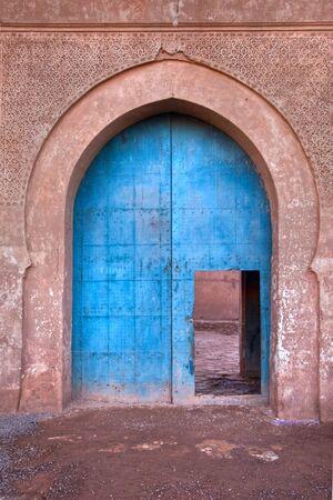 ornated: vecchia porta d'ingresso ornato Kasbah in Marocco