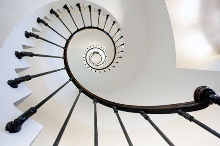 espiral: vista de gran angular Grave faro escalera, Francia, Gironde
