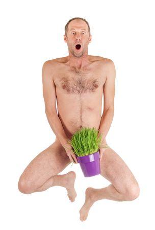 naked man: hombre desnudo saltando y ocultar el pene con la maceta de hierba