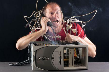 problema: hombre de tener su equipo quema de tel�fono de soporte t�cnico para obtener ayuda