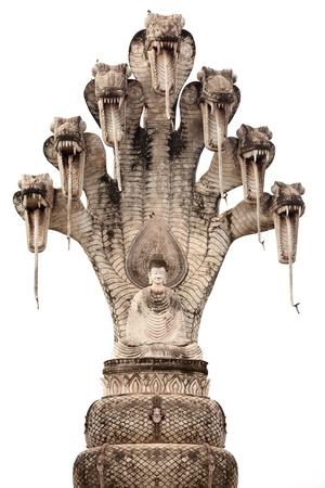 cobra: esculturas de Buda y siete cobra encabezado aislado en blanco, khaek wat, nong khai, Tailandia