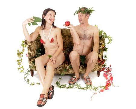 naakt paar zittend op de bank Adam en Eva begrip