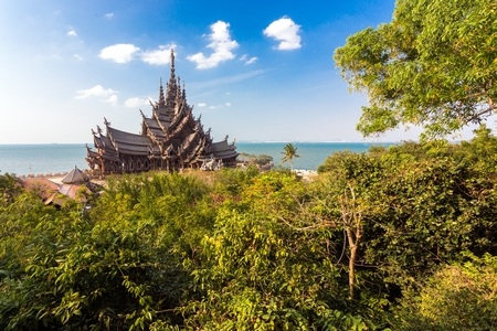 hinduist: The wooden sanctuary of truth, buddhist, chinese, and hinduist temple in Pattaya, Thailand