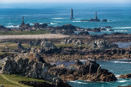 mare agitato: Punto Rocky Pern costa nell'isola Ouessant.