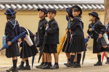奈良、日本、2011 年 11 月 18 日: 日本の若い学生は奈良京都の近くの小学校から来ています。