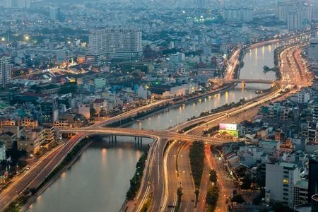 iluminacion: Vista aérea de la ciudad de Ho Chi Minh de la torre Bitexco, Saigón, Vietnam