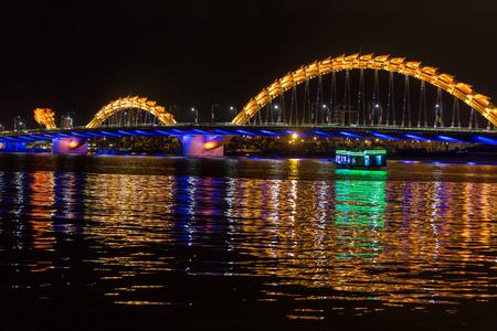 nang: Dragon bridge crossing the river in Da Nang city, Vietnam