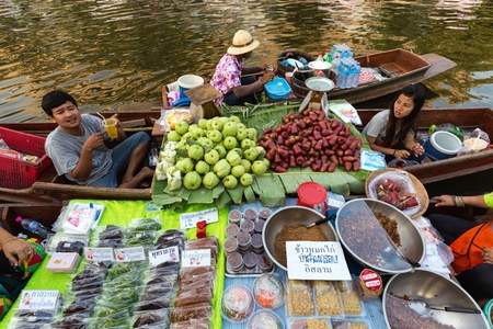 krung: BANGKOK, THAILAND, February 17, 2015: Food Sellers at the new Khlong Phadung Krung Kasem floating market who just opened the 12th February 2015 in the Thewet district in Bangkok, Thailand Editorial