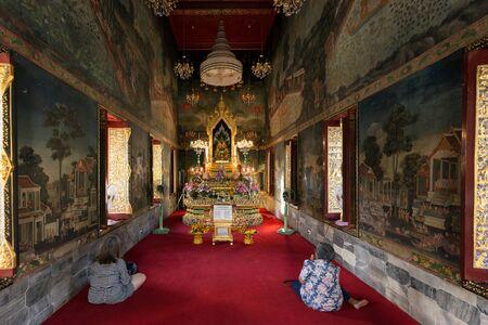 thai believe: BANGKOK, THAILAND, JANUARY 14, 2015: Two Thai women are praying in the Wat pathum wanaram Buddhist temple in Bangkok, Thailand. Editorial