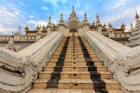 daw: Stairs entrance of the Shwe Nan Daw wooden temple in Mandalay, Myanmar (Burma)