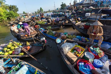 can tho: CAN THO, VIETNAM, DECEMBER 12, 2014:Daily activity at the Phong Dien floating market on the Mekong river in Can Tho city, Vietnam.