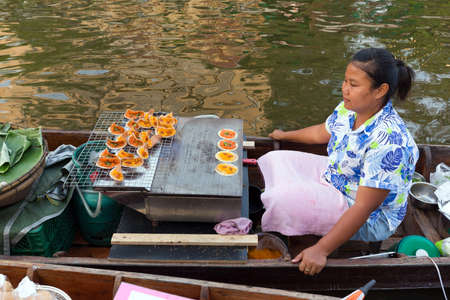 krung: BANGKOK, THAILAND, February 17, 2015 : Food Sellers cooking desserts at the new Khlong Phadung Krung Kasem floating market in the Thewet district in Bangkok, Thailand Editorial