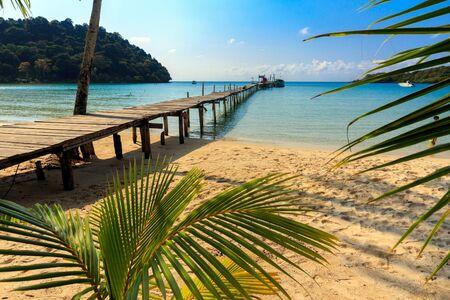 playas tropicales: Idílica playa tropical od Ao Phrao en la isla de Ko Mook, Tailandia