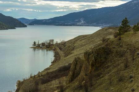 カナダ ブリティッシュ コロンビア州オカナガン バレーの Kalamalka 湖の景色 写真素材