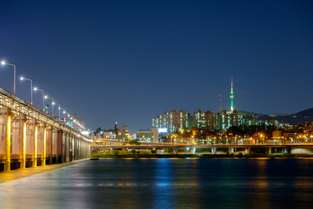 Views of the Han River, saw the Banpo bridge and Seoul Tower
