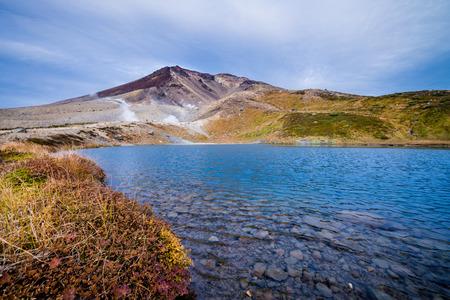 Mount Asahidake with Sugatami pond in Daisetsuzan national park, Hokkaido  版權商用圖片