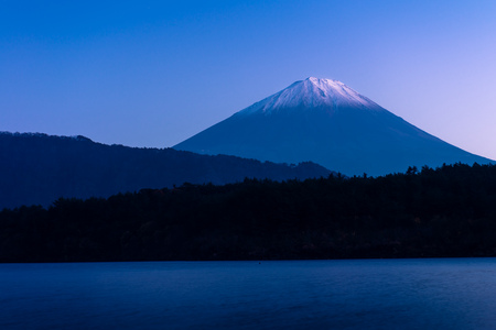 Mount Fuji and lake Sai (Saiko) in Yamanashi, Japan 版權商用圖片