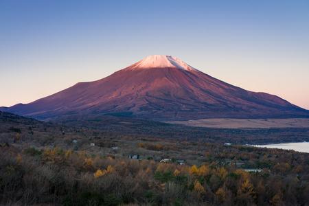 Mount Fuji turn into red color in morning sunrise (Red Fuji) from Fuji Panoramadai viewpoint , Yamanashi, Japan 版權商用圖片