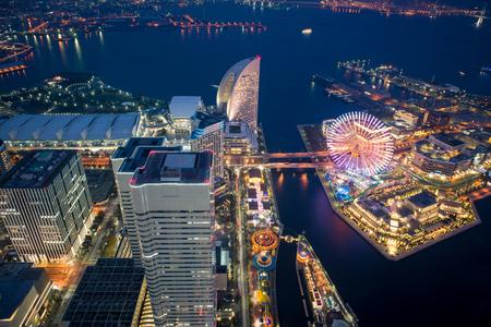 View of Yokohama bay at night from Yokohama landmark tower, Japan 版權商用圖片 - 70892160