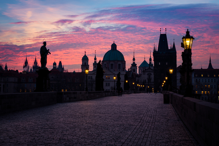 Dawn at Charles bridge,  Prague, Czech Republic Imagens