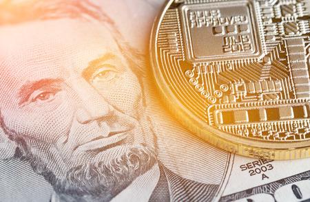 Bitcoin, Cryptocurrency is modern van Exchange Digital betaalgeld, Gold Bitcoins elektronisch circuit met symbool op LinColn US USD. Cryptocurrency kan gebruiken ontworpen als uitwisseling op internetwebmarkten