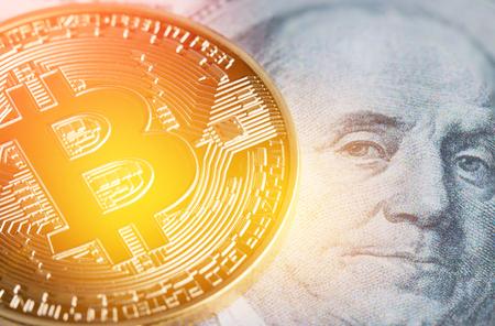 Bitcoin, Cryptocurrency is modern van Exchange Digital betaalgeld, Gold Bitcoins elektronisch circuit met symbool op FRANKLIN US USD. Cryptocurrency kan gebruiken ontworpen als uitwisseling op internetwebmarkten Stockfoto