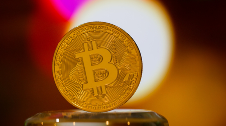 Bitcoin digital currency or Virtual money.Bitcoin is Digital currency modern of Exchange Virtual payment money, Gold Bitcoins circuit with B letter on Blur light background. Finance investment concept