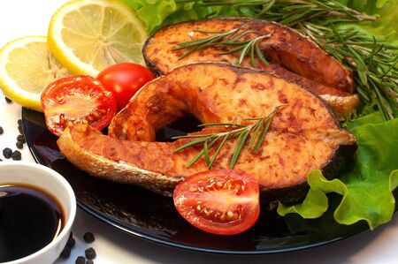 Grilled Salmon Steaks on a Plate with Lemon and Tomato Banco de Imagens