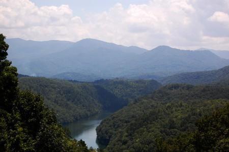 Smoky Mountains - River und Täler und Wolken