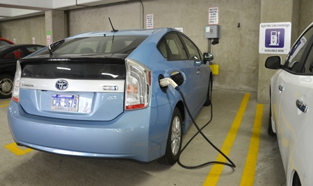 funded: ANN ARBOR, MICHIGAN - JUNE 21: A car being charged at one of the 18 electric vehicle chargers in Ann Arbor on June 21, 2013.  The federally funded chargers have delivered over 10,000 kilowatt hours.