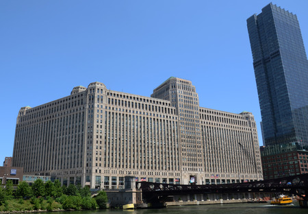 merchandise mart: CHICAGO - JULY 20  The Merchandise Mart Building in Chicago, IL, shown in this river view on July 20, 2013,  is the largest commercial building in the world  Editorial