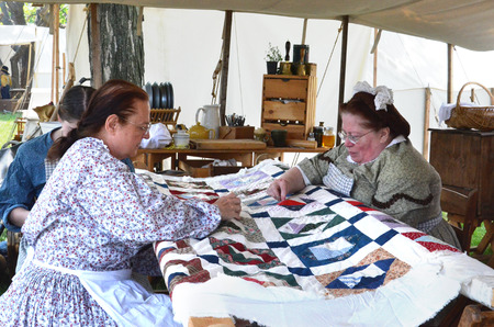 DEARBORN, MI - MAY 26: Civil-war era re-enactors quilting during the Civil War remembrance at Greenfield Village May 26, 2013.  Sajtókép