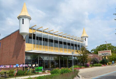 flint: FLINT, MI - AUGUST 22: Flint, Michigans Children Museum, shown here on August 22, 2015, is housed on Kettering Universitys campus.