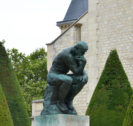 PARIS - AUG 3:  The Thinker at the Musee Rodin in Paris, France, is shown here on August 3, 2016. The Thinker was originally named The Poet. 新聞圖片