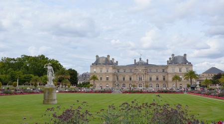 PARIJS - 12 augustus: De Luxemburgse tuin in Parijs, Frankrijk wordt hier getoond op 12 augustus 2016. De tuin werd gemaakt in 1612.