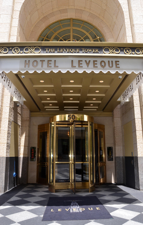 COLUMBUS, OH - JUNE 28: The Hotel LeVeque entrance is shown on June 28, 2017. An Autograph Collection Hotel, it opened March 24, 2017 in Columbus, OH. Sajtókép