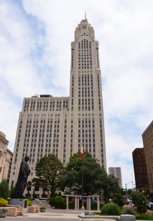autograph: COLUMBUS, OH - JUNE 28: The LeVeque Tower in Columbus, Ohio is shown on June 28, 2017. The Art Deco building is next to Columbus City Hall.