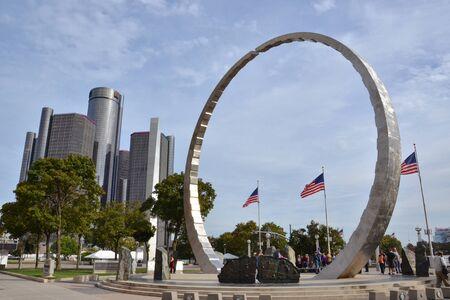 DETROIT, MI  USA - OCTOBER 21, 2017:  Tour members visit Hart Plaza in downtown Detroit. Sajtókép