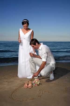 beach wedding: bride and groom posing at the beach after their wedding Stock Photo
