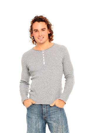 hair curly: Retrato de hombre joven con el pelo rizado y una sonrisa agradable aislada en un fondo blanco