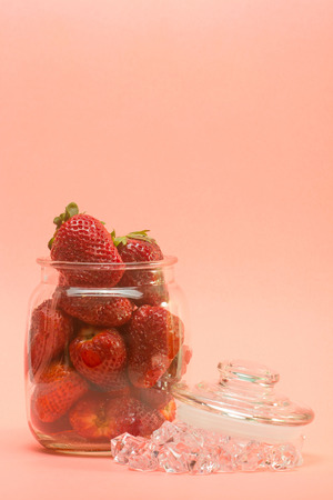 strawberies: fresh strawberries on glass pot